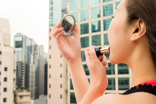 L'Oreal, Estee Lauder Will Lower Prices In China